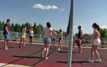 Revijalni turnir u odbojci za devojčice na babušničkom bazenu (VIDEO)