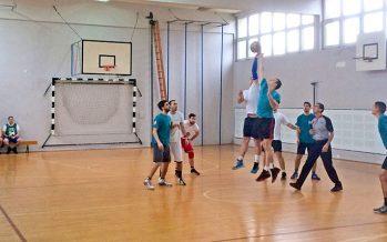 """Počela """"Basketliga"""" – amatersko takmičenje u košarci """"4 na 4"""""""