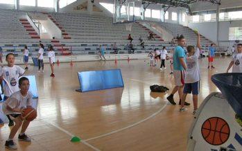 Svetski priznat košarkaški stručnjak održao besplatne treninge u Vlasotincu (VIDEO)