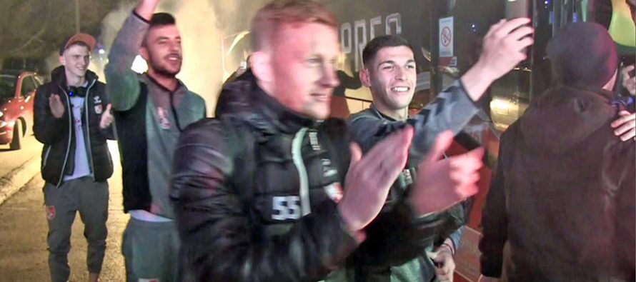 Radnički savladao Partizan u Humskoj. Meraklije priredile doček fudbalerima (VIDEO)