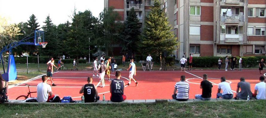 Uređen još jedan košarkaški teren u gradu (VIDEO)
