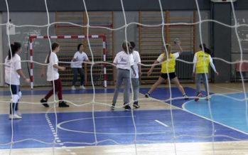 Naisin novogodišnji turnir osnovnih škola (VIDEO)