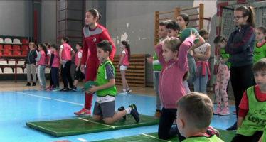 "Đaci OŠ ""Car Konstantin"" najuspešniji u dečijoj atletici (VIDEO)"